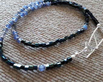 Necklace in blue and silver. Agate, and miyuki.