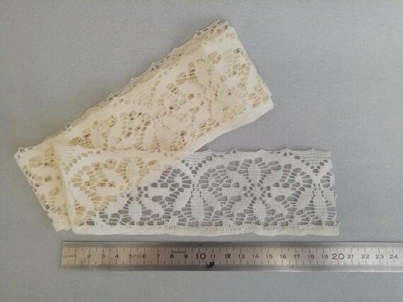 Ancienne large dentelle pour lingerie couture mercerie