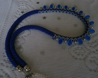 Chic necklace made with CROCHET in rock beads, drops and small tops in Swarovski crystal.