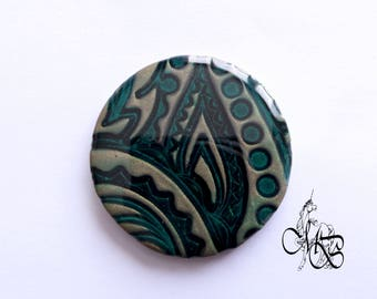 "Flat round disc pendant with 40 mm polymer resin ""footprint""#5"