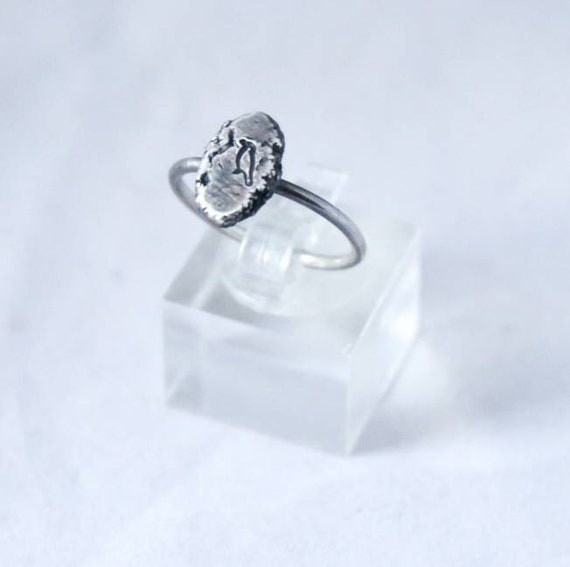 Calling all Corvid lovers. Sterling silver ring, stamped with a little crow. Size O (UK) 7 1/4 (US)