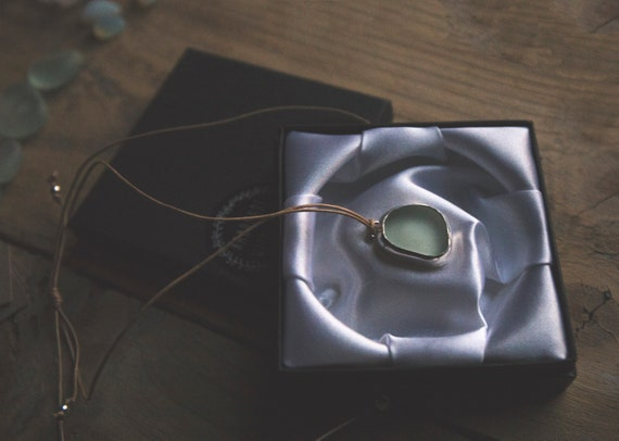 Sterling silver pale Seaham seaglass adjustable choker pendant.