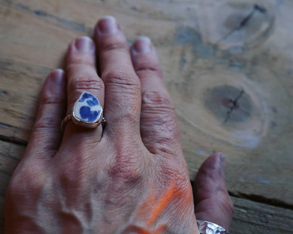 Blue beach tile. Sterling silver. Beach pottery ring, size M UK