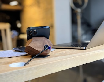 Halo Fast wireless charger QI (10w) from American Walnut for Iphone X, Samsung, charging pad