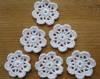 set of 6 small white flowers crochet diameter 3 cm