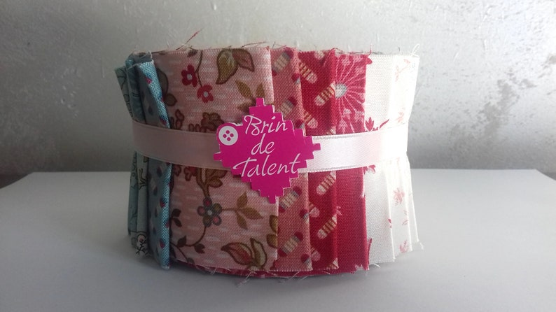 Quilt Roll Vienna  24 strips of printed fabrics for patchwork image 0