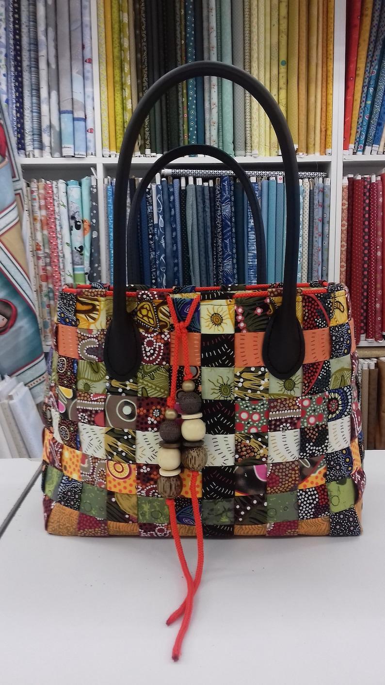 D\u00e9couvrez la technique du sac en tissage avec des jelly rolls Patron PDF en fran\u00e7ais du grand sac en patchwork. Tuto sac vitamin\u00e9