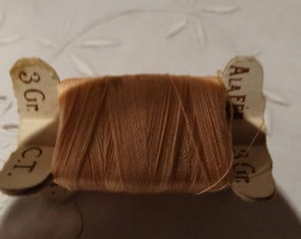 Vintage haberdashery, small spools of thread on thin cardboard XIX, old spools, embroidery threads, specific vintage yarn, vintage thread spool