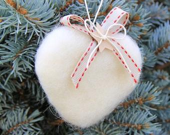 Cuore in lana cardata per albero di Natale - bianco