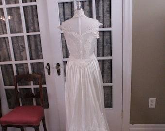 1980's Wedding Dress With Lace Appliqué