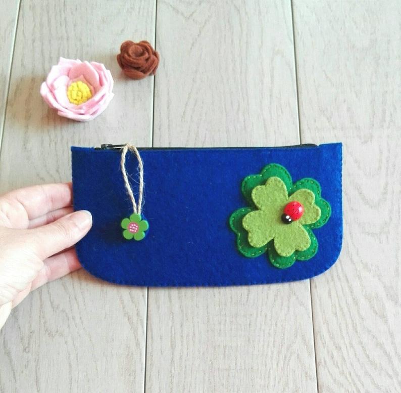 Mini clutch with cloverleaf in felt