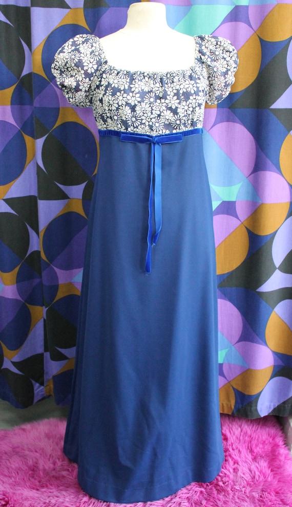 Vtg 1980/'s does 1950/'s mini dress with Pinup girl Island Novelty Print Snaps Cute as a button. Paris Blues Original Rayon Sz 7