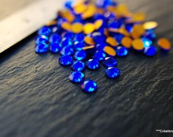 Set of 200 swarovski 4 mm sapphire blue rhinestone cabochons