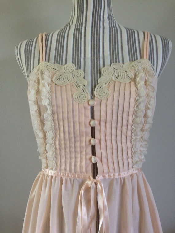 4dbfe0514804d Vintage Pastel pink nightgown with lace detail