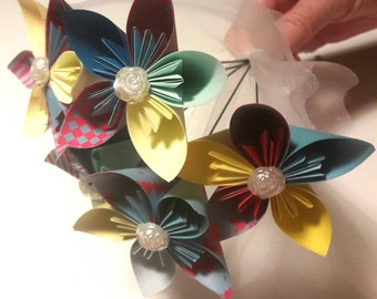 Bouquet de mariage kusudama, origami ton bleu et jaune, 5 fleurs