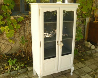 Cabinet showcase Louis XV wood painted in off-white weathered 2 doors