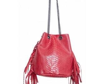 aa395bf300 Sac bandoulière format bourse avec franges en cuir imitation python pour  femme, couleur rouge