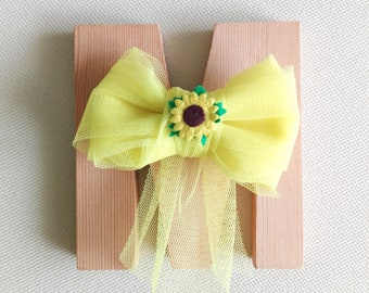 Bow, yellow, with sunflower