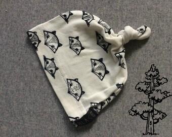 Little Foxy knot hat