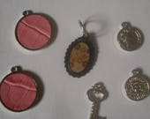 Set of keys, coins charms...