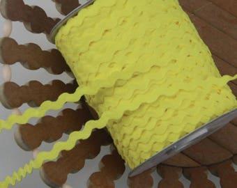 LOT 5M Ribbon RIC RAC SERPENTINE SCRAP sewing SCRAPBOOKING 10mm bright yellow RICKRACK trim
