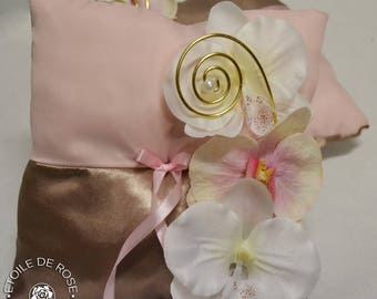 Soft pink ring bearer pillow and taupe