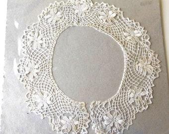 Lace Collar vintage crochet item