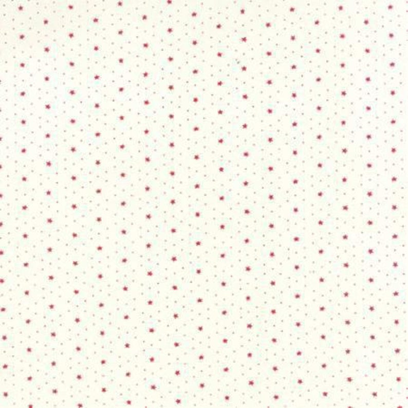 small red stars Moda 100/% cotton REF 1481711 off-white background Patchwork fabric