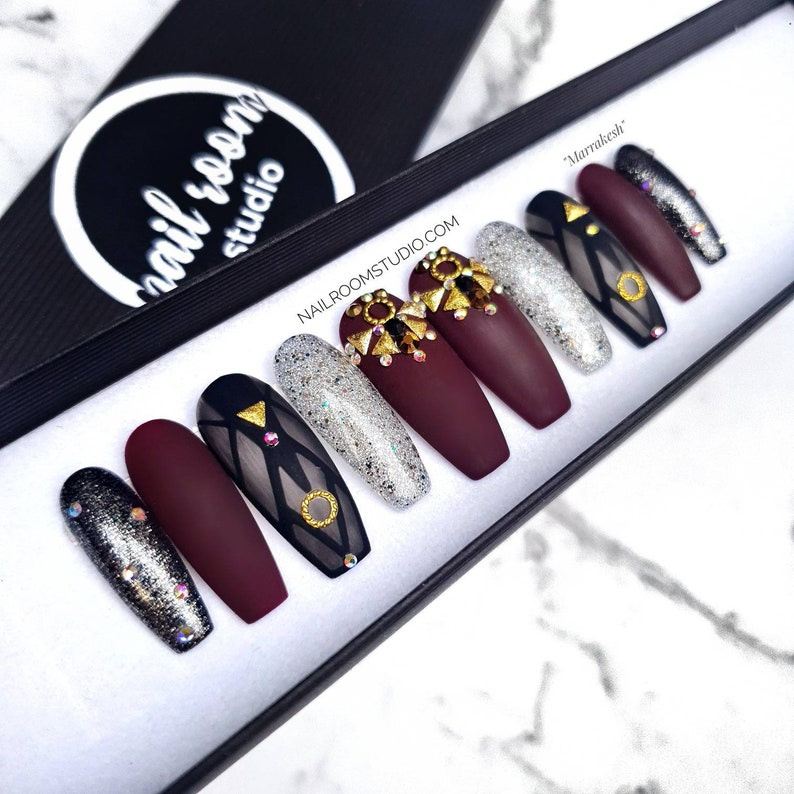10 custom nails Marrakesh  burgundy matte chrome opal AB image 0