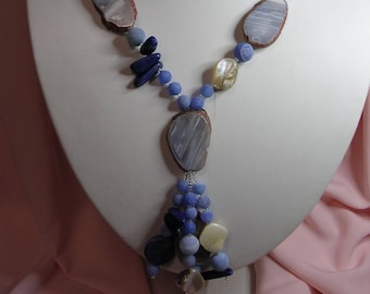 Long necklace made of chalcedony, Lapis Lazuli and mother of Pearl gemstones