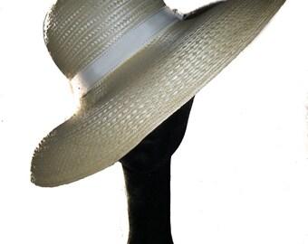 Wide Brim Straw Hat In White / Off White