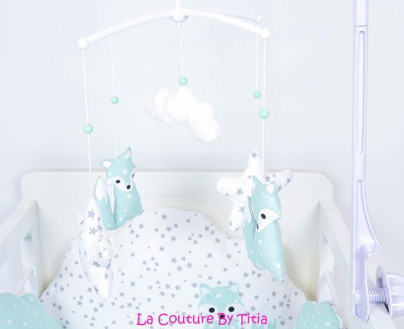 Mobile musical bébé renard vert d'eau étoiles - Créatrice ETSY : LaCoutureByTitia