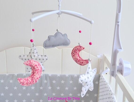 mobile musical b b fait main toiles lune et nuage gris et etsy. Black Bedroom Furniture Sets. Home Design Ideas