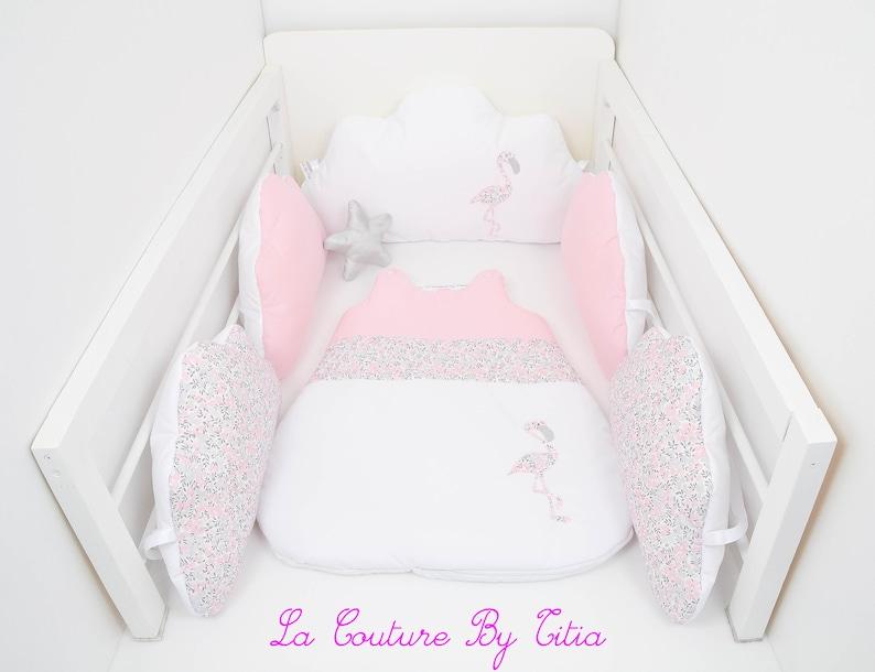 Tour de Lit nuage coussins Fait Main blanc rose et flamant - Créatrice ETSY : LaCoutureByTitia