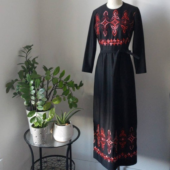 Vintage 60s/70s Berkshire Embroidered Dress - image 1