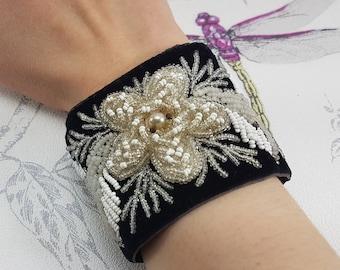 Brown Fox Women/'s Velvet Cuff Bracelet