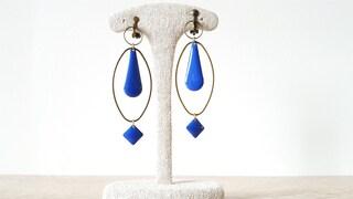 Pendant ear clips, bronze rings, King Blue enamelled sequins