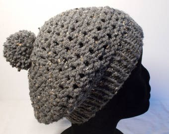 7662f3a66445 Bonnet tricoté point fantaisie gris chiné avec pompon