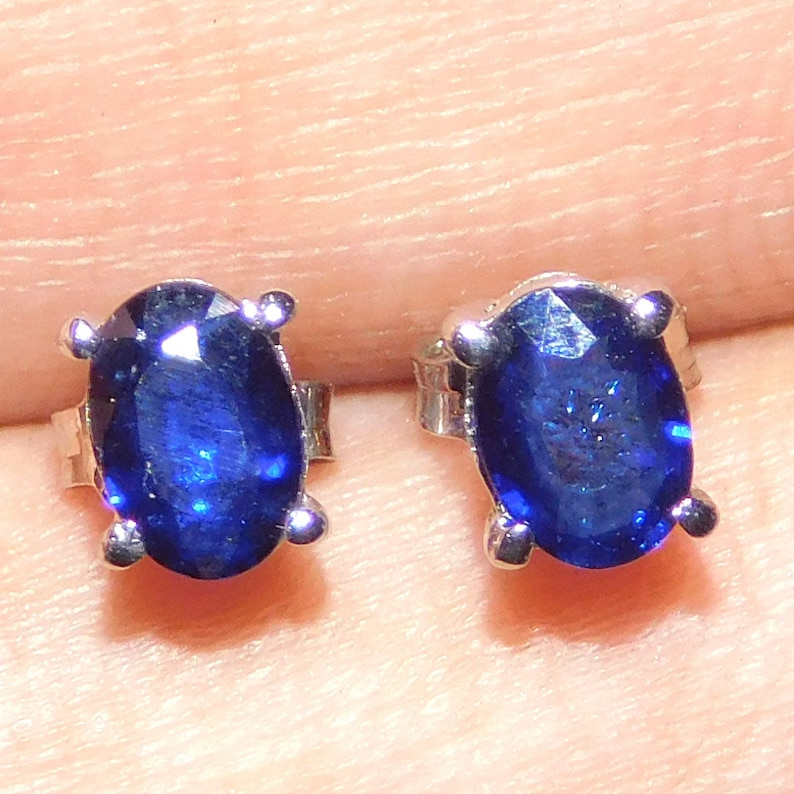 100/% Natural Blue Sapphire Sterling Silver Ear-Rings 6X4 MM Oval Cut 925 Silver Blue Sapphire Fabulous Tops for Multiple Occasions