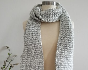 Light gray and white knit scarf