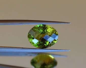 Loose Peridot gemstone 4.74ct Oval cut faceted Peridot stone Natural loose gem