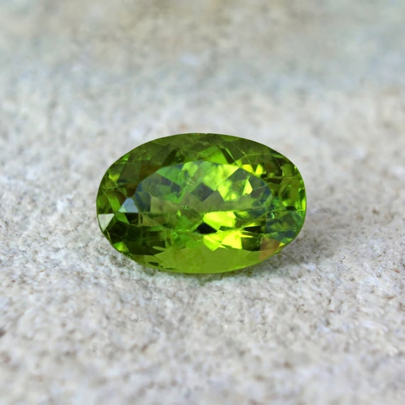 Green Peridot stone cabochon oval loose gemstone 9.79ct Natural Peridot loose stone for jewelry