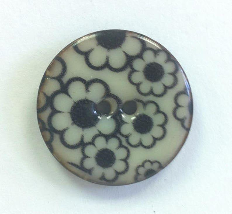 Big Coconut Button flowers black daisies 28 mm