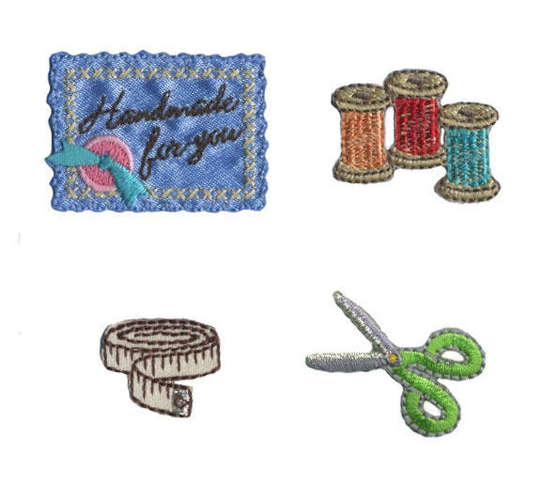 Set of 4 badges collection Couture spools and scissors image 0