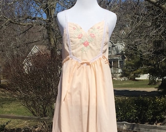 80s Gilead floral embroidered Pink Nightgown tag S made in USA string shoulder sleeveless tie-back lace trim cotton blend