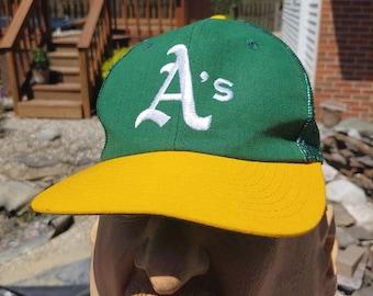 size 40 b82b3 88949 90s Oakland A s logo graphic stitched green yellow snapback hat ball cap  size S M vtg vintage MLB baseball Athletics