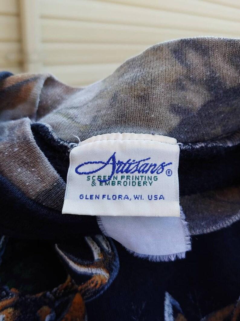 90s Whitetail deer bucks graphic camo sleeve black pullover sweatshirt size M vtg vintage realtree advantage hunter woods nature wildlife