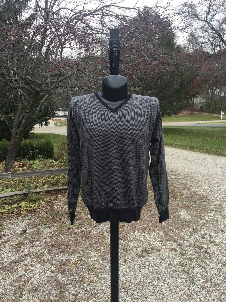 1135c17770ac9 80s Neiman Marcus merino silk cashmere blend v-neck light gray and dark  gray geometric pattern pullover sweater size L