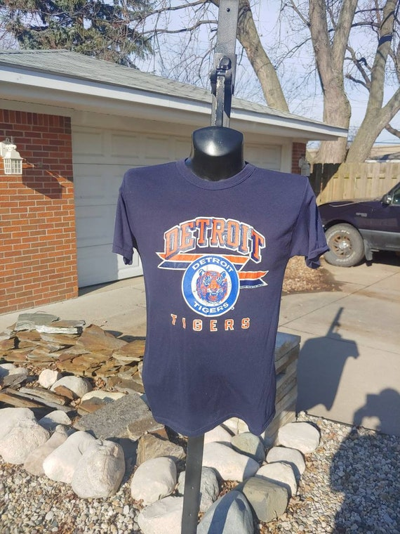 deadstock 1980s nos nwt Detroit Tigers baseball team blue t-shirt size XL 20X28 looks large Champion brand made in USA