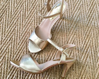MOSQUITOS - Leather Sandals gold, 7cm heel, T.38, almost new! Gold owl, it goes with everything and at all times!